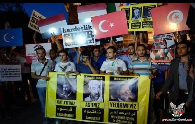 الإخوان ينظمون مسيرة باسطنبول لتأييد الرئيس مرسي